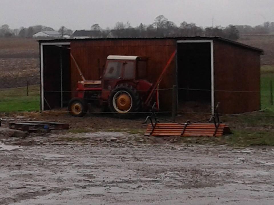 Læskur tøjret til gammel traktor