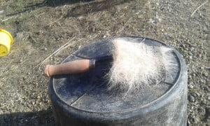 Afstryningsjern der er blevet brugt til at fjerne vinterpels på en hest