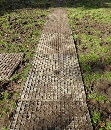 Heavymats brugt som jordarmering i vandrefold