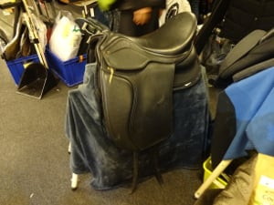 Flexee bomløs, det vil sige sadel med læderbom, der ligner en rigtig dressursadel